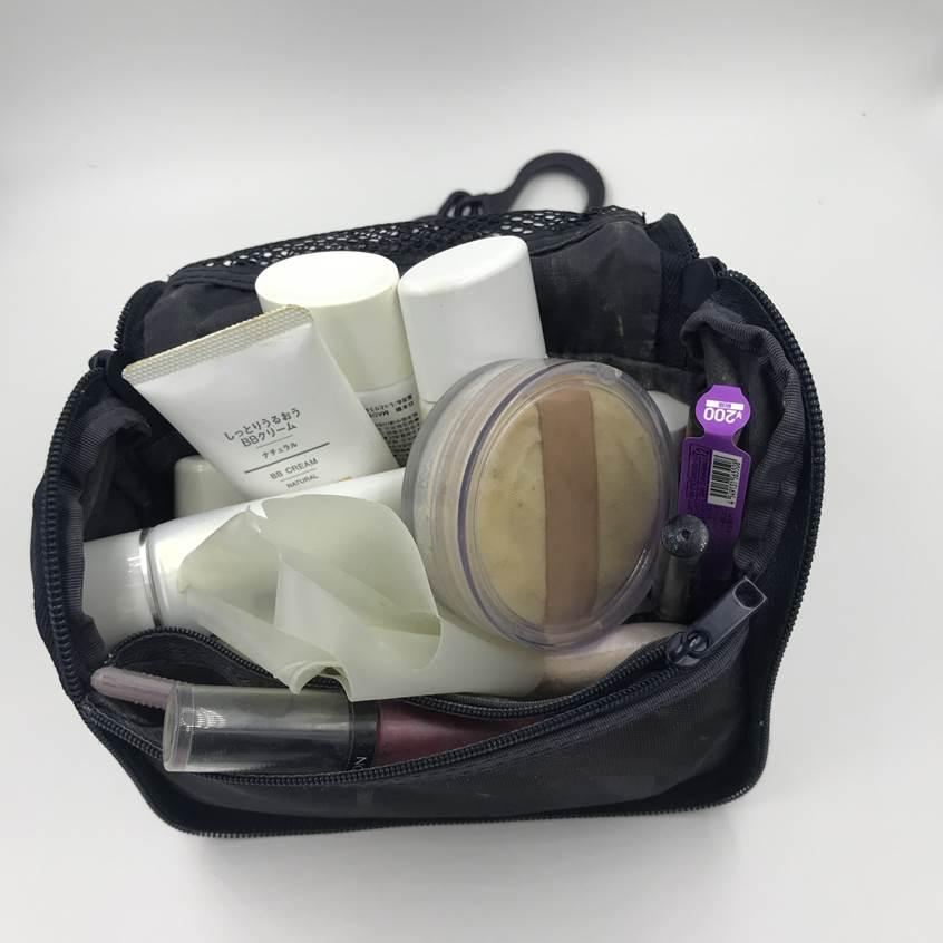 無印良品の『ポリエステル吊して使える洗面用具ケース』はそのまま収納できる!自宅、旅先でも